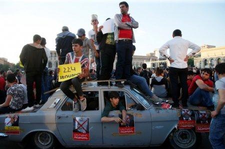 Ситуация в Армении: Водители массово нарушают ПДД под предлогом протестов