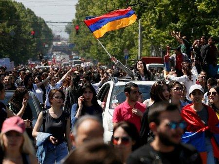 Оппозиция возобновляет акции протеста в Ереване