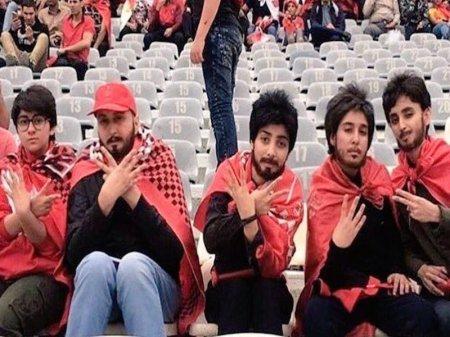 """Женщины """"отрастили"""" бороды ради футбола в Иране"""