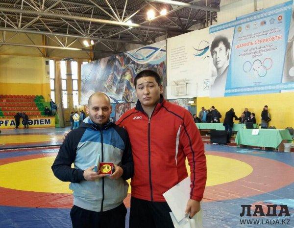 Алибек Сарсенгали выступит на международном турнире по греко-римской борьбе в Актау