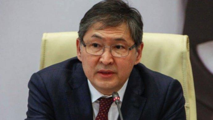 Сагадиев обтекаемо высказался против траты баснословных сумм на выпускной