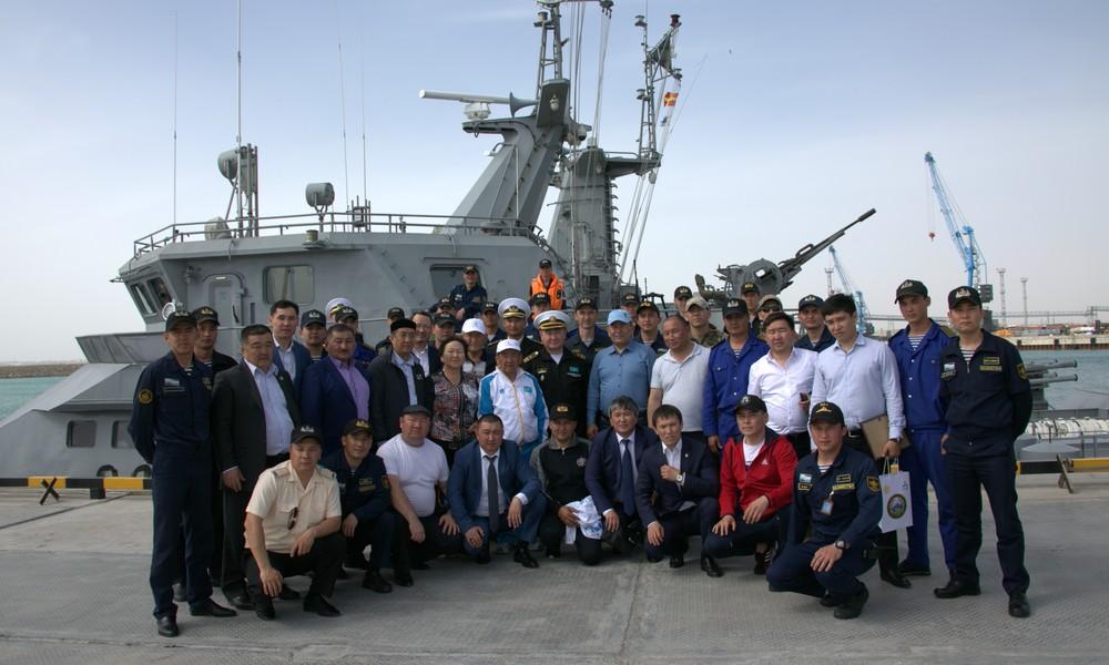 Олимпийский чемпион Жаксылык Ушкемпиров встретил свой день рождения на корабле в Актау