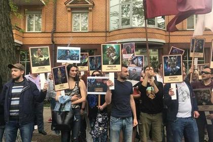 «Бессмертный полк» в Киеве прошел с драками, задержаниями и глумлением