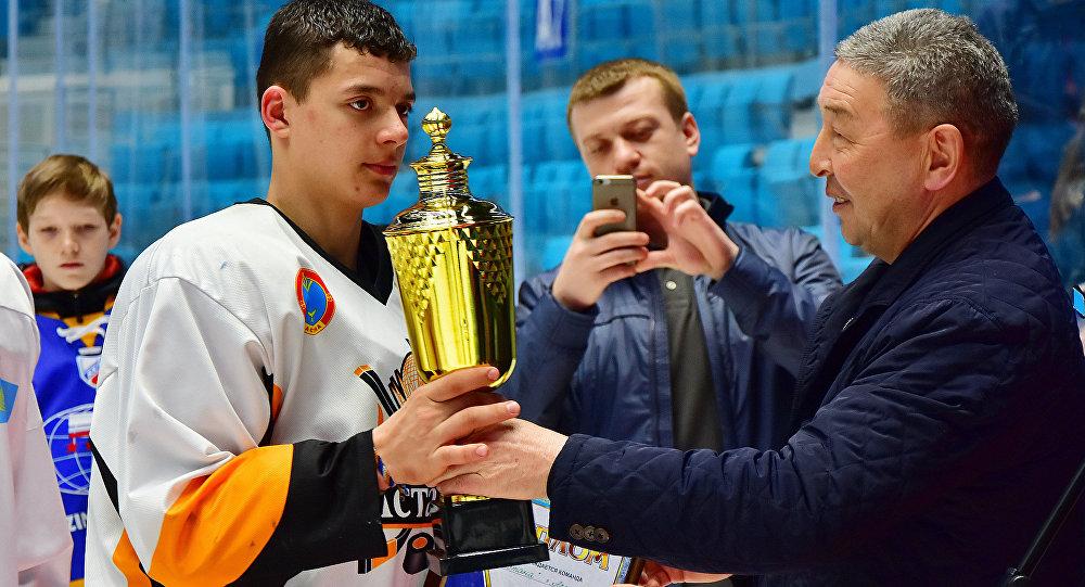 Хоккеист из Астаны будет играть в юниорской лиге США