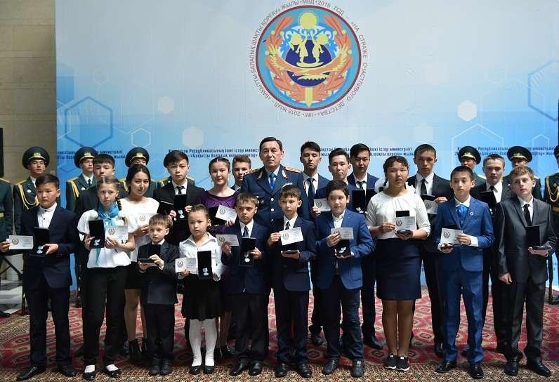 Глава МВД наградил 20 детей за героизм в чрезвычайных ситуациях
