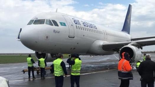 Видео экстренной посадки самолёта во время урагана в Астане появилось в Казнете