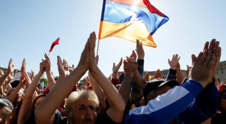 """""""Бархатная революция"""" в Армении продолжилась после поражения Пашиняна на выборах"""