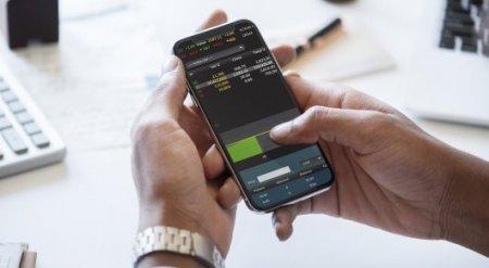 Банки Казахстана обязали контролировать смартфоны сотрудников