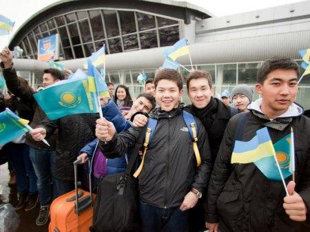 Сколько казахстанских студентов учится за границей