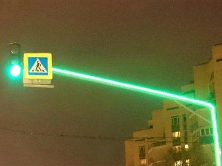 Светофор со светящимися опорами появился в Астане