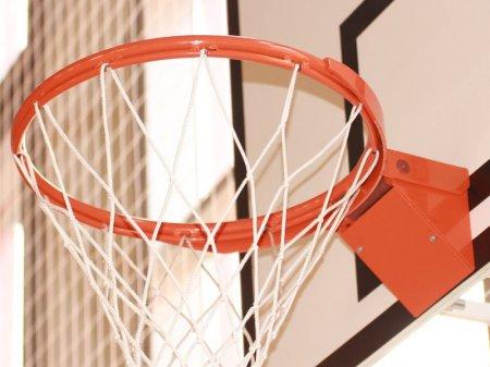 Баскетболист перепрыгнул двухметрового соперника во время матча в США