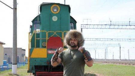 Новый казахстанский рекорд: Цырульников протащил несколько метров состав весом в 148 тонн