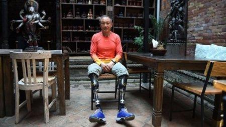 Китайский пенсионер стал первым безногим альпинистом, покорившим Эверест