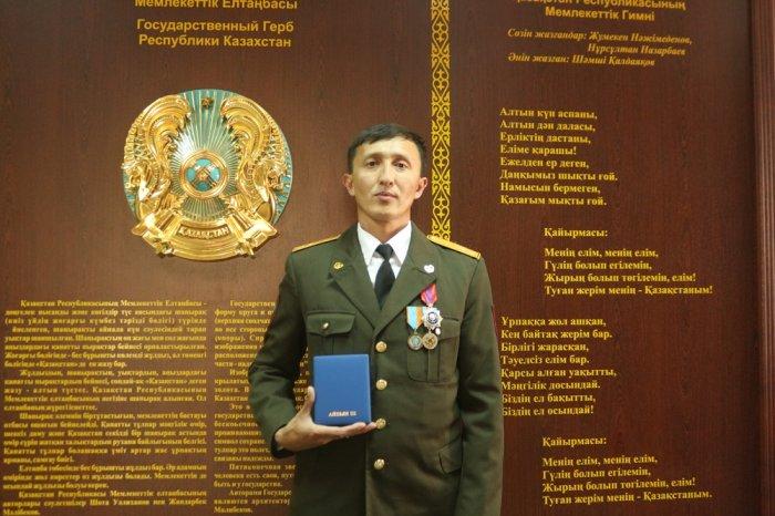 Пожарного из Мангистау Кайрата Саймаганбетова наградили орденом Доблести