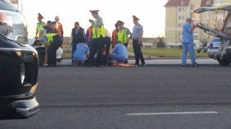 На кольцевой дороге в 14 микрорайоне Актау автомобиль сбил работника «Қала жолдары»