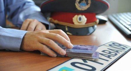 2,7 миллиона тенге заплатит инспектор за нелегальную торговлю госномерами