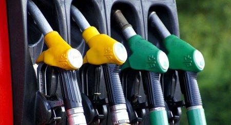 В каких странах бензин стоит дешевле, чем в Казахстане, рассказал Бозумбаев