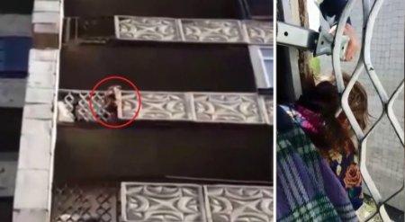 Голова 4-летней малышки застряла между решетками балкона в Караганде