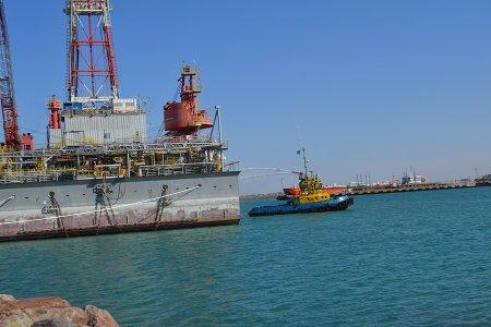 Казахстан намерен поднять два иностранных судна со дна Каспийского моря