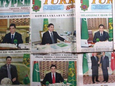 Газеты с портретами главы государства ищут в туалетах туркменские полицейские