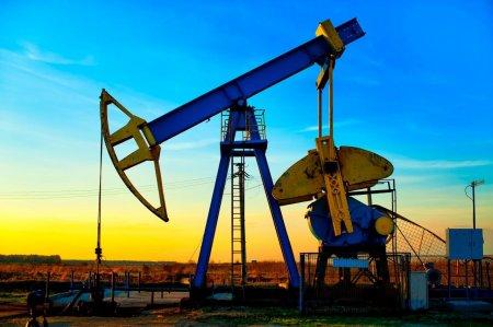 Нефть упала ниже $75 за баррель