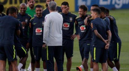 Бразильцам пообещали по миллиону долларов за победу на ЧМ-2018 - СМИ