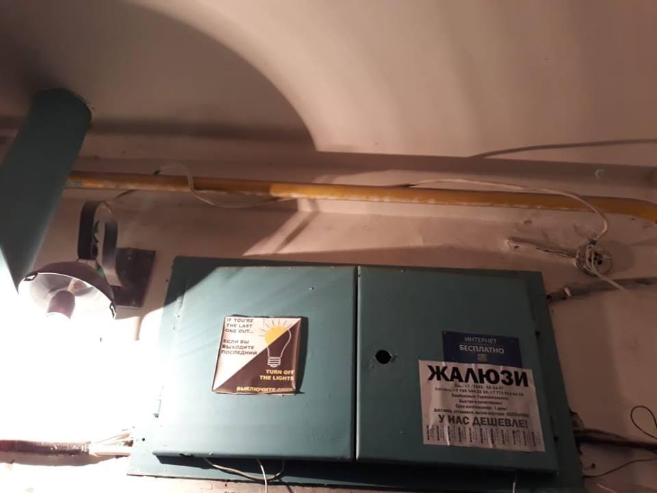 Электрический  кабель по газовой трубе
