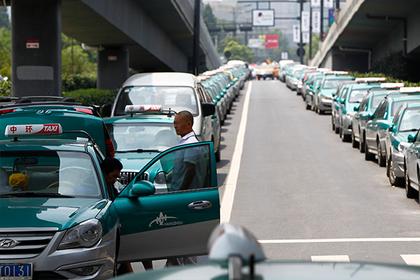 Пьяный китаец случайно заплатил за такси в сто раз больше