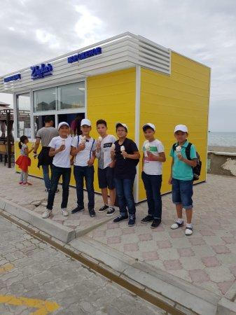 «Zheka`s ICE» раздали бесплатное мороженое детям в честь 1 июня!