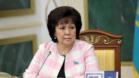 """О новых """"группах смерти"""" в соцсетях рассказала Балиева"""