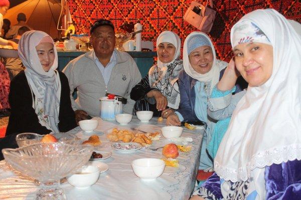 Около 5000 мусульман встретили Қадыр түнi - Ночь предопределения в Актау