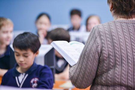 За год казахстанские школы покинули более 12 тысяч учителей