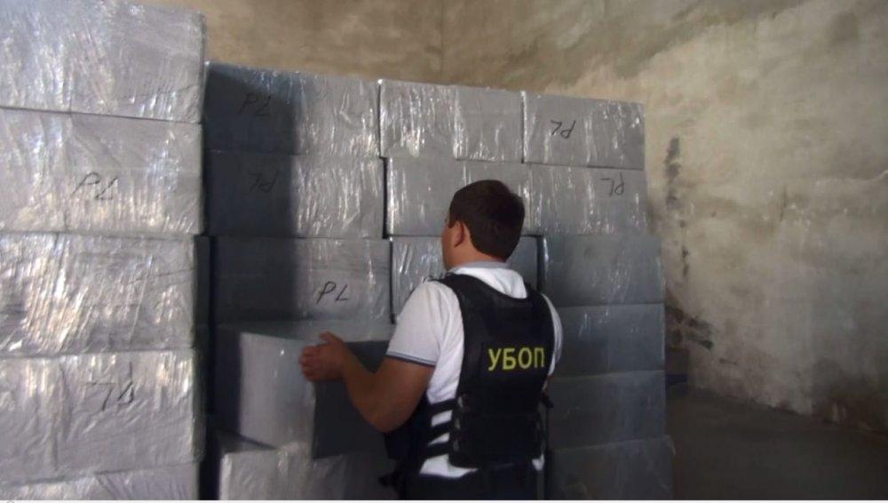 Около девяти миллионов контрабандных пачек сигарет нашли в Актау