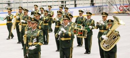 Хиты Майкла Джексона и Бритни Спирс исполнили казахстанские военные оркестры