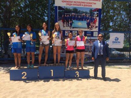Актауские спортсмены завоевали 10 медалей в первом туре чемпионата РК по пляжному волейболу