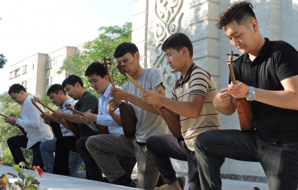 Оркестры Мангистауской областной филармонии выступят в Астане в Национальный день домбры