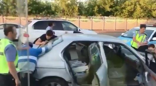 На BMW без номеров, с игрушечным пистолетом: Полицейские задержали жителя Караганды