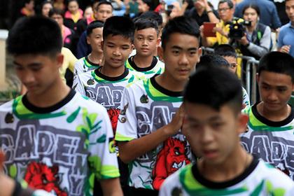 Спасенных из пещеры тайских детей откормили и выпустили на волю