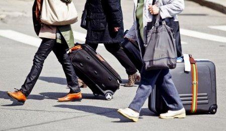 Казахстан за пять месяцев покинули почти 40 тыс человек