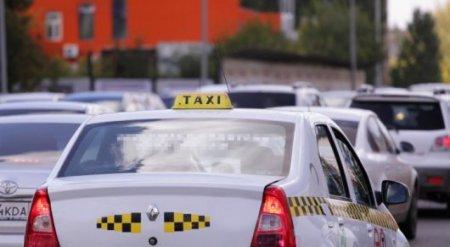 Вернуть несправедливо списанные за ожидание такси деньги обещали казахстанцам