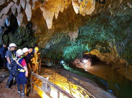Застрявшие в пещере Кхао Луанг школьники пробудут там еще минимум два дня