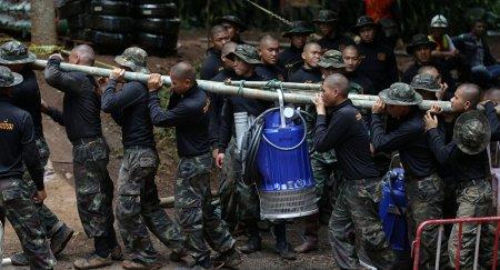Спасательная операция в Таиланде: освободят ли всех оставшихся в пещере?