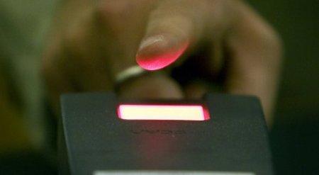 Казахстанцы смогут получать услуги в ЦОНах при помощи отпечатков пальцев