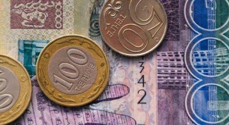 Тенге ослабел после снижения цен на нефть
