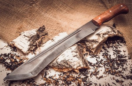 В каких случаях нож является холодным оружием
