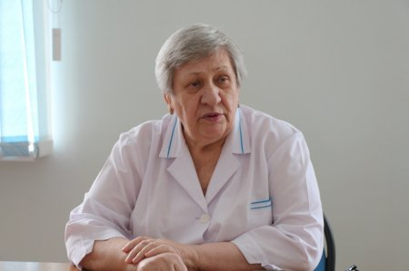 Принимавшую участие в рождении тройни в 1988 году акушерку нашли в Актау