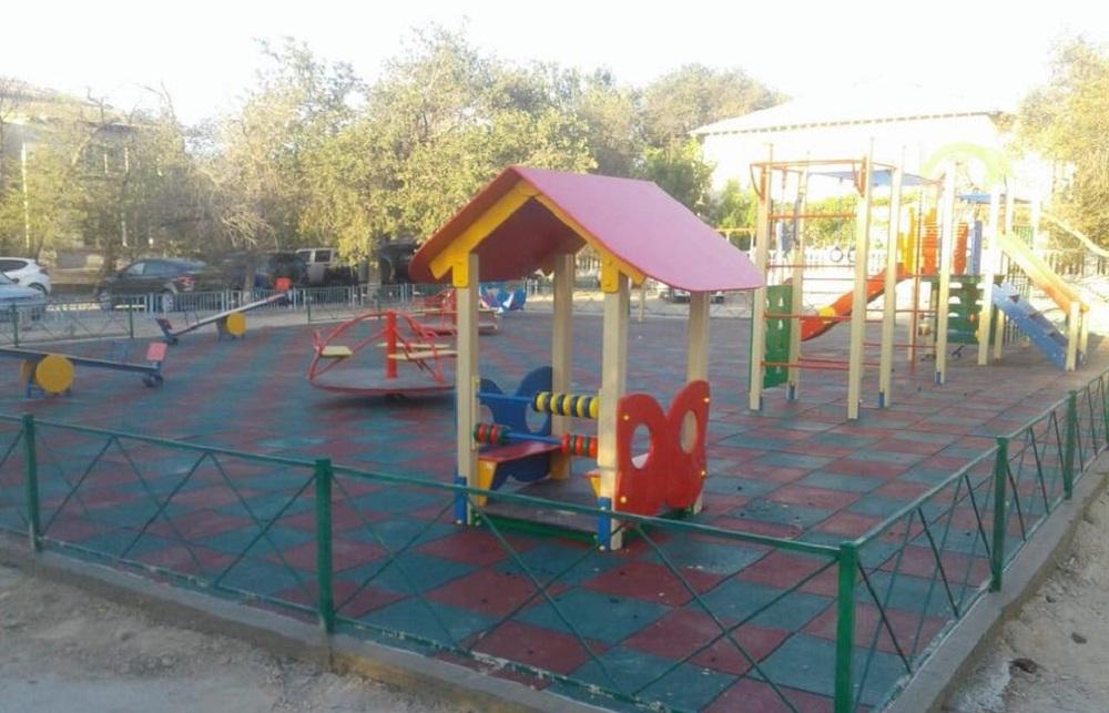 В Актау реконструировали две детские площадки