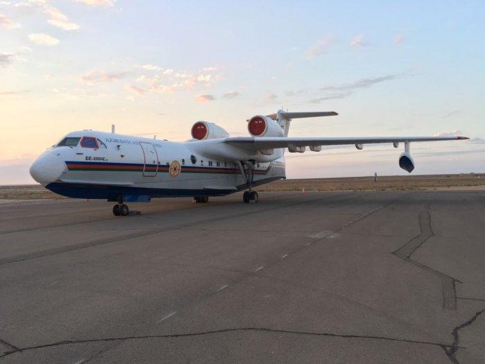 Жителей Актау насторожил необычный самолет на территории аэропорта