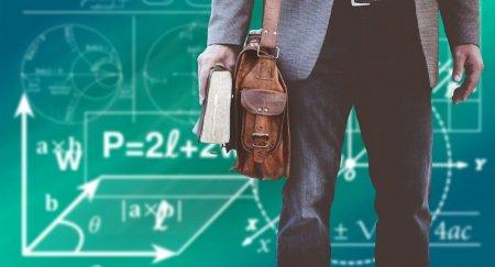 Повышение зарплаты учителям: кто получит прибавку