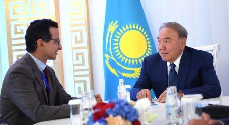 """Назарбаев встретился с главой """"DP World"""" в Актау"""